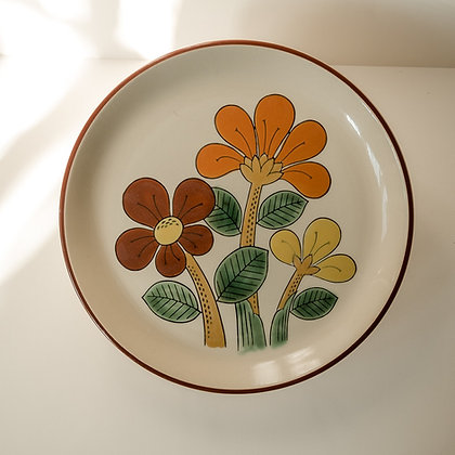 Retro Japanese flower plate