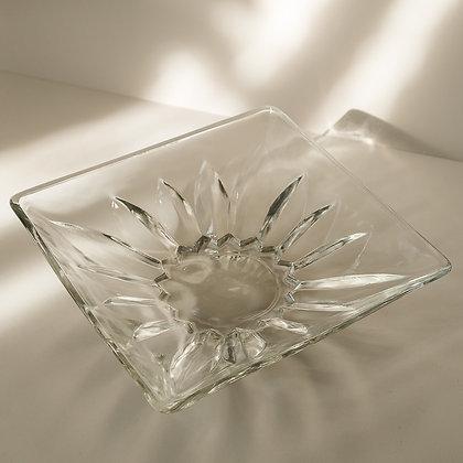Decorative square bowl