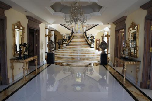 LUXURY ESTATE GRAND MARBLE STAIRCASE