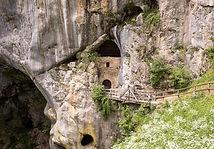 Predjama_cave under castle.jpg