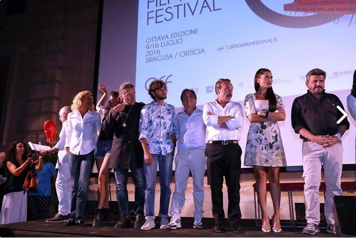 Il produttore Eleonora Cordaro con il cast del film Lo scambio