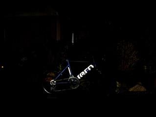 闇夜に光るミニベロロード