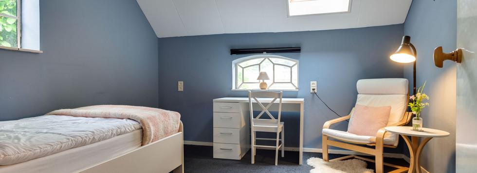 Retraitehuis-Bloeiplaats-blauwe-kamer