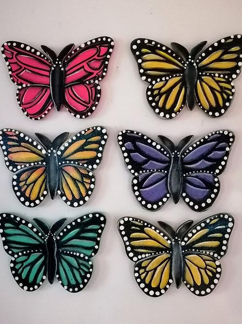 Papillons peints sur bois
