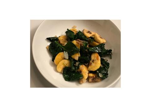Spinat-Pfanne mit Kochbananen
