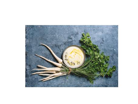 Petersilienwurzsuppe mit Haselnuss- Pesto