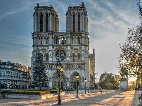 A passage from The Hunchback of Notre-Dame / Un passage de Notre-Dame de Paris