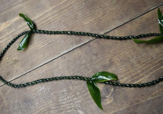 Single ti leaf lei