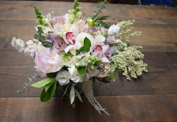 Lush, loose and organic bouquet