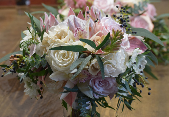 Slightly loose and organic bouquet