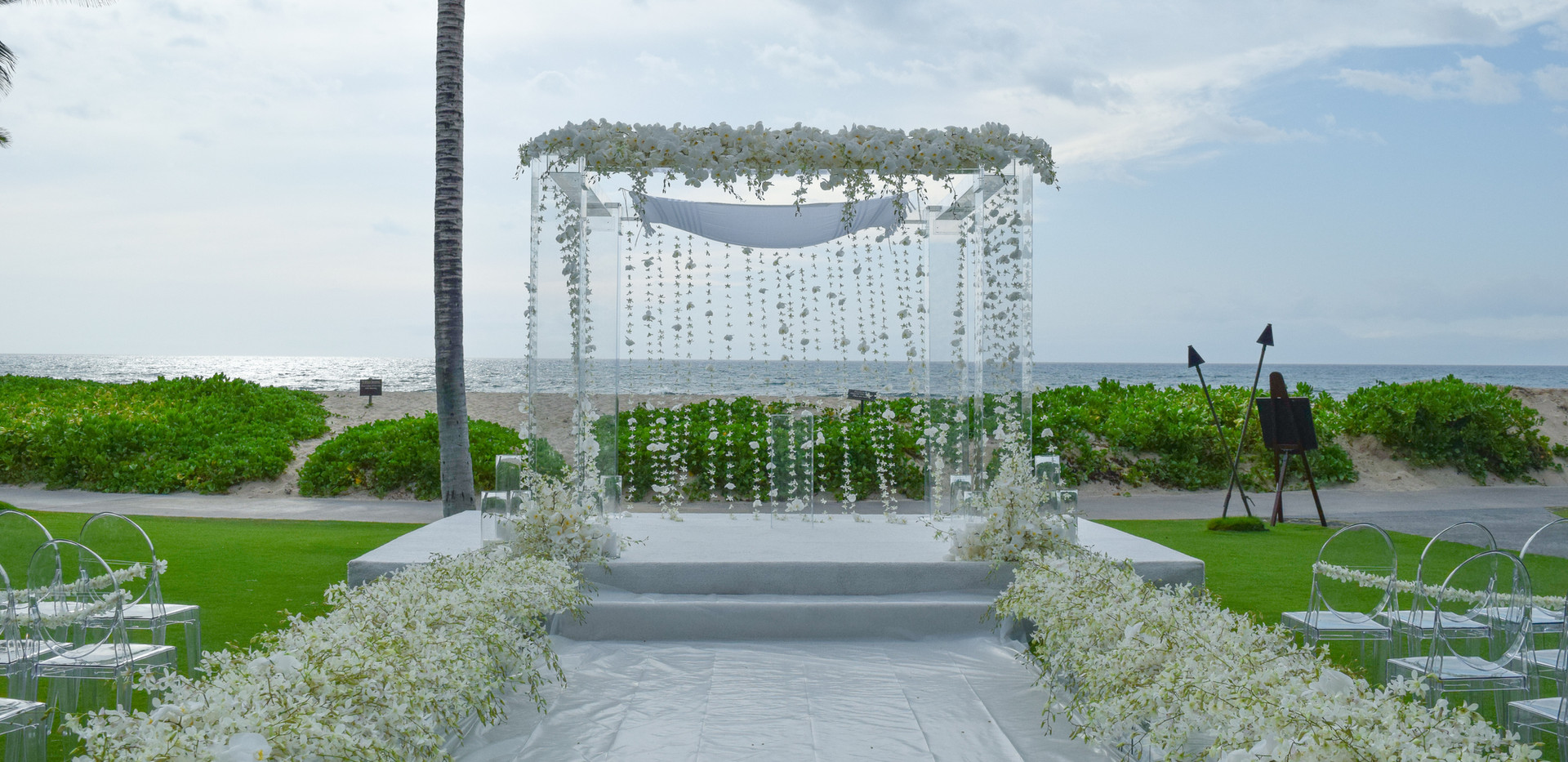 White orchids on acrylic arch Coordination by Kimery Events