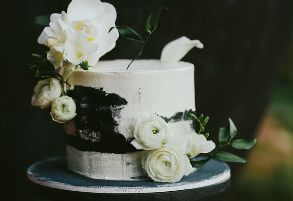 Cake flowers in all whites