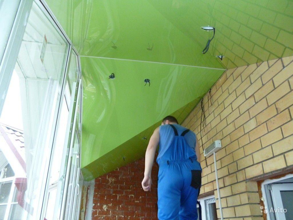 натяжной потолок через разделитель