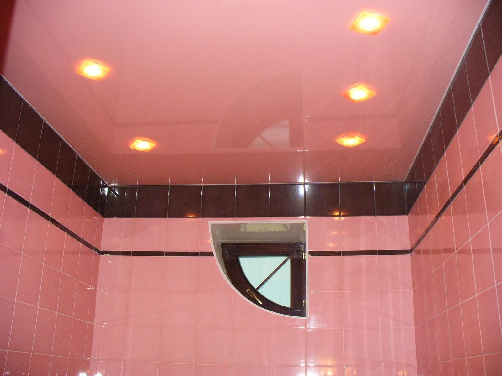 розовый глянцевый потолок
