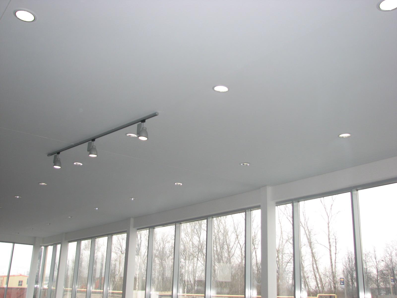натяжной потолок без шва