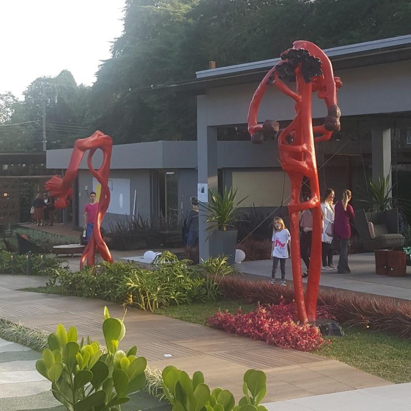 Esculturas da artista Bia Doria na Casacor Curitiba.