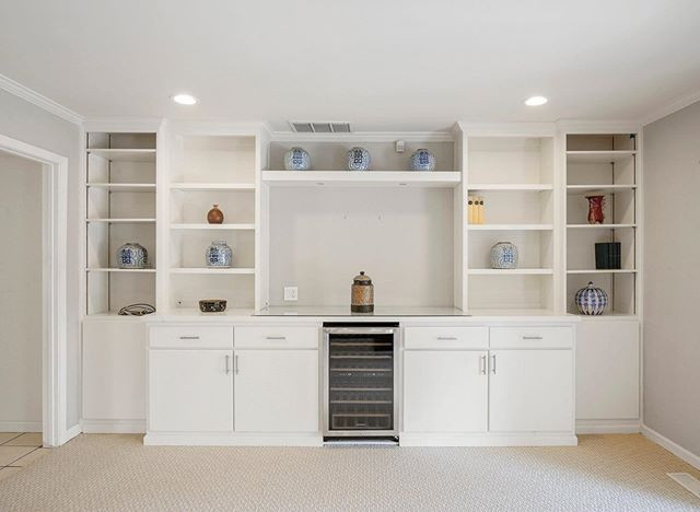 What a beautiful built in bookcase!  #sa