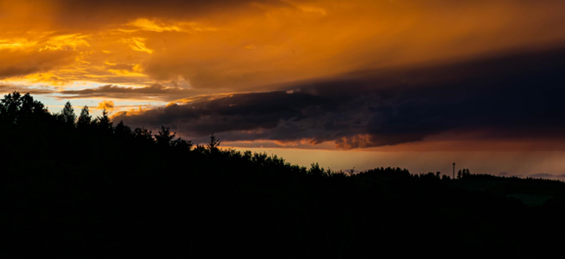Sonnenuntergang mit Gewitter