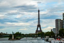 Paris, Eifelturm mit Freiheitsstatue