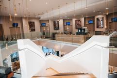 10_immobilier_hotel_escalier_holiday_inn