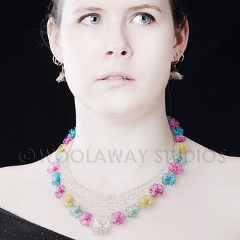 Spring neckpiece