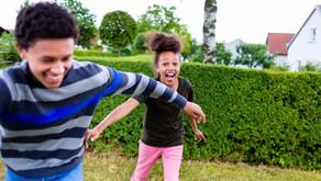 Les enfants jouent à la « tag du coronavirus.» Devrions-nous être inquiets?