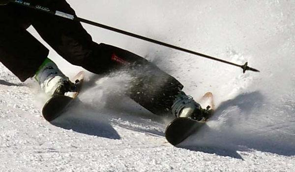 Skis bois tout terrain Amon Dava en action