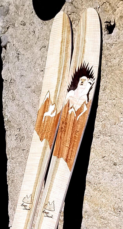Amon Dava ski bois ours trone