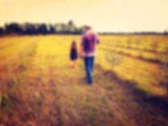 Passeggiata nel campo di olivello spinoso