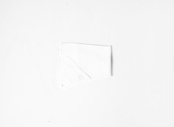 A19 + 27 fazzoletti di stoffa che ballano dentro infiniti cassetti di legno