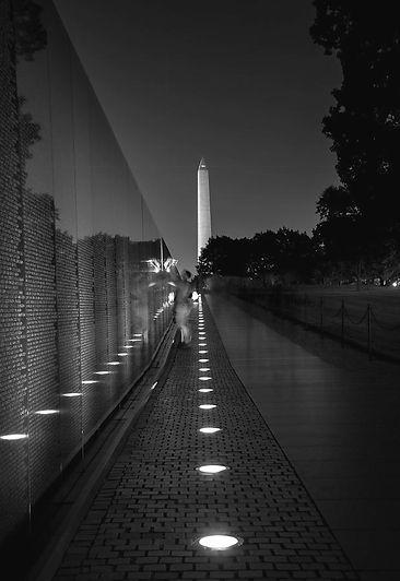 vietnam-veterans-memorial-at-night-in-bl