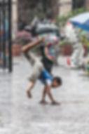 Pioggia bambino gioco