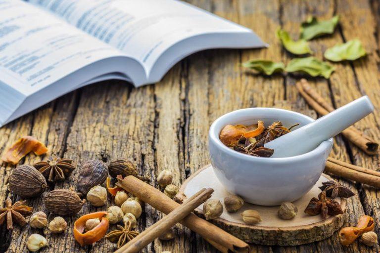 Les traités d'Ayurveda décrivent l'utilisation des plantes médicinales