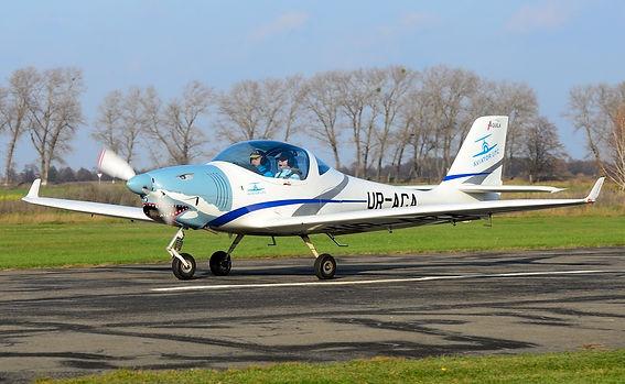 ur-aca-aviator-utc-aquila-a210_Planespot