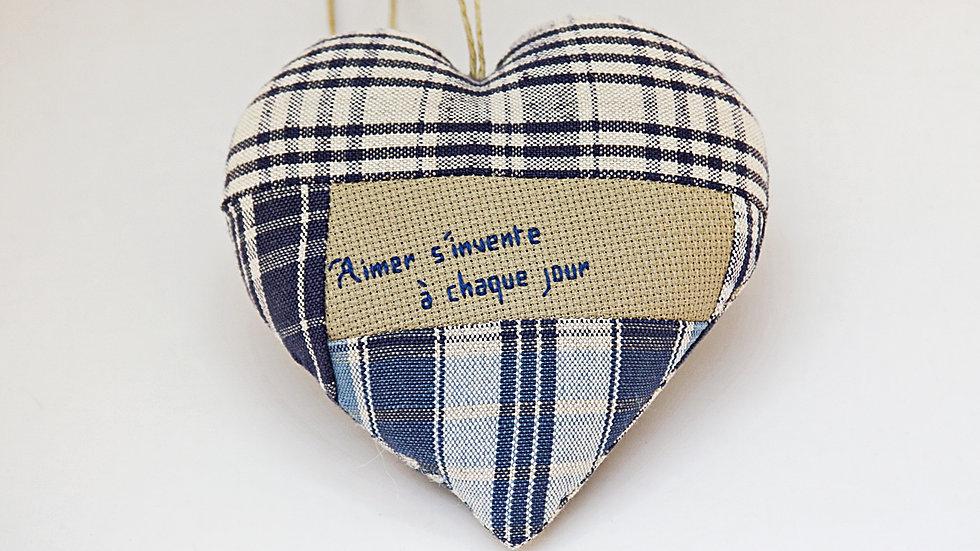 """Coeur Brodé main citation """"Amour"""""""