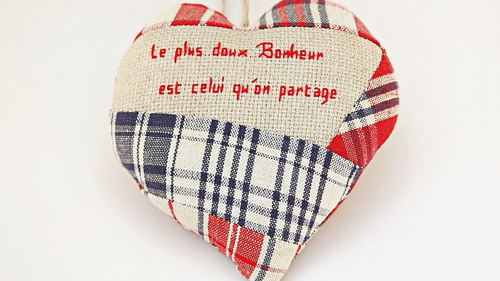 "Coeur Brodé main citation ""Douceur"""