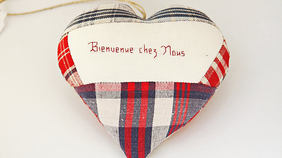 """Coeur Brodé main """"Bienvenue Chez Nous"""""""