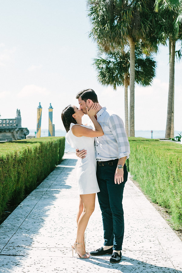 Engagements session at the Vizcaya museum and gardens