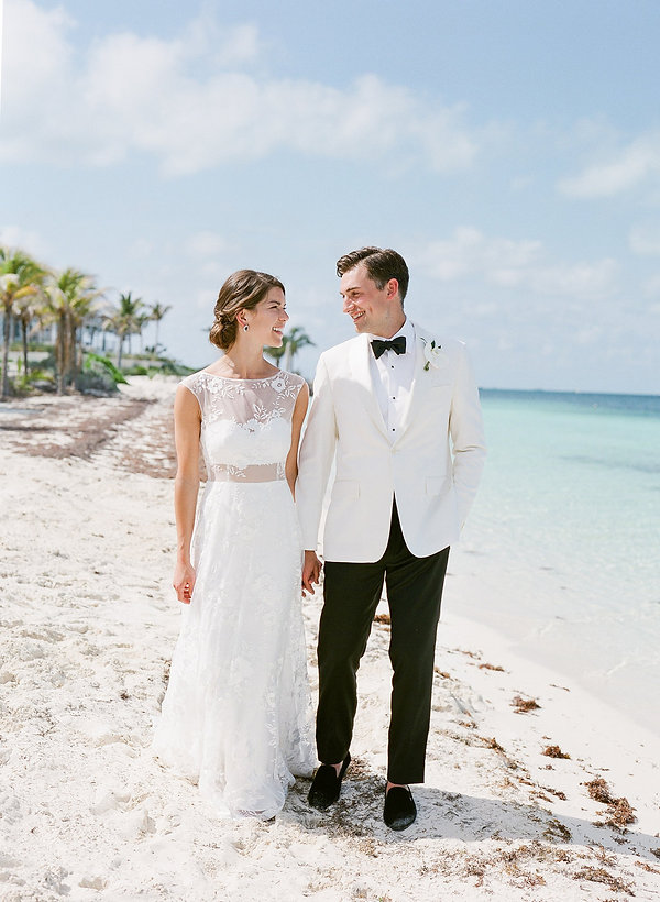 beautiful wedding first looks in the bahamas