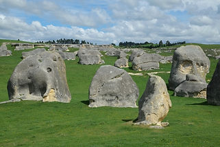 Elephant_Rocks_in_Waitaki_Valley,_New_Ze