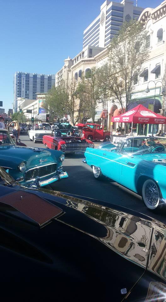 29.05 -Reno - Exposição de Carros.jpg