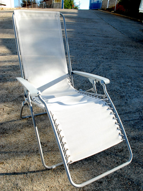 2 chaises longues (blanc/gris)