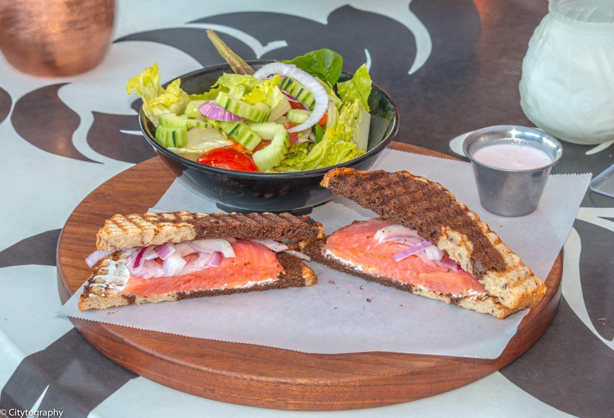 lekka-smoking_salmon_sandwich.jpg