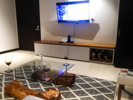 Gohi- Bar & Tv