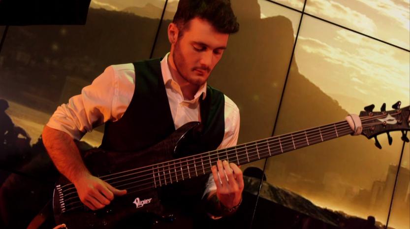 Max à la Bass