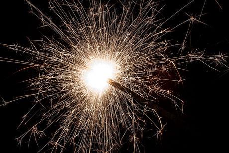 sparkler-1896201_1920.jpg