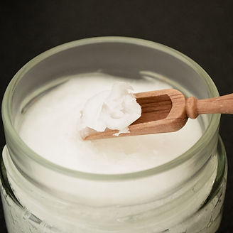 coconut-oil-on-wooden-spoon-2090580_1920