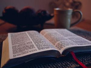 bible-1031288_1920-1024x769.jpg