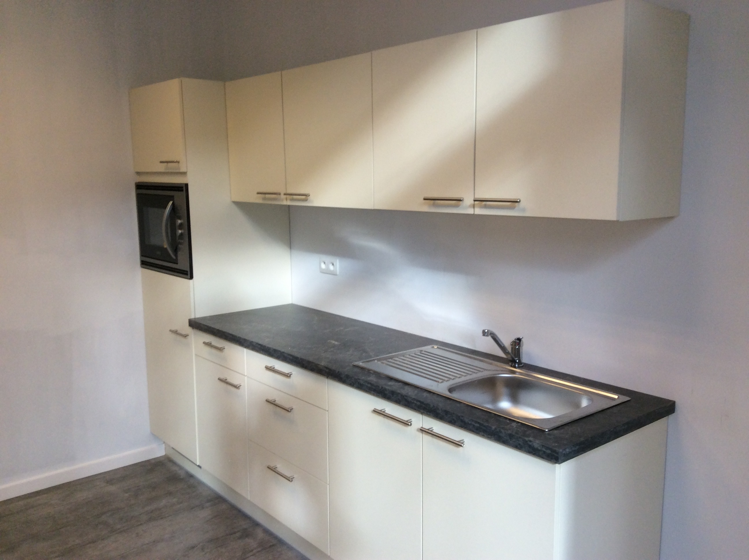 Plaatsen van keukenblok