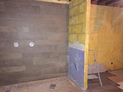 Plaatsen van muurtegels en kerdidoek